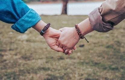 Liệu anh có còn dịu dàng nắm lấy tay em?