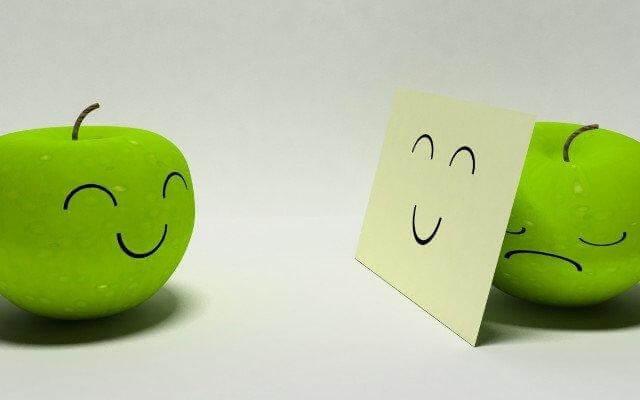 Khi nụ cười cũng là một loại mặt nạ.